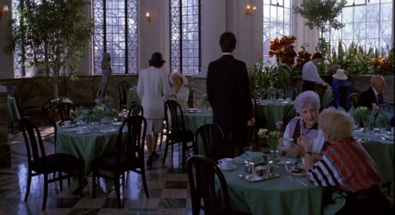 Toronto's Casa Loma was used as the setting for a restaurant scene in Dead Ringers.