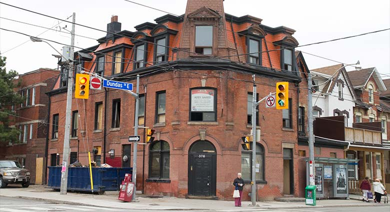 This building at Dundas St. E. near Parliament St. was used as a location in both The Fly and A History of Violence.