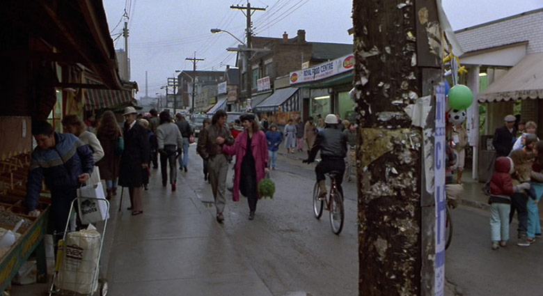 Seth Brundle (Jeff Goldblum) and Veronica Quaife (Geena Davis) visit Kensington Market in The Fly.