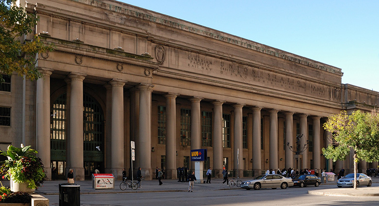 Toronto's Union Station stands in for New York's Grand Central Station in Cosmopolis.