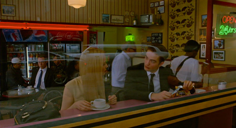 Eric Packer (Robert Pattinson) and his wife Elise Shifrin (Sarah Gadon) have lunch in a Toronto diner in Cosmopolis.
